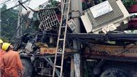 Xe bơm bê tông lao vào trạm biến áp, 300 hộ dân mất điện