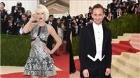'Loki' Tom Hiddleston kể chuyện 'bị' Taylor Swift rủ rê nhảy nhót tại Met Gala 2016