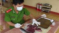 KINH HOÀNG: Thịt bò thối đang phân hủy ngâm hóa chất 10 phút thành thịt tươi mềm