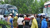 Va chạm giữa xe khách và xe tải khiến 14 người thương vong