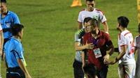 HLV SLNA bị cấm chỉ đạo 2 trận vì phản ứng trọng tài Hà Anh Chiến