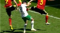 QUAY CHẬM: Long bị đá vào đầu, Ireland vẫn không được hưởng penalty
