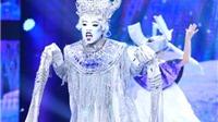 Quán quân The Voice 'bung lụa' trong trang phục cầu kỳ của Thành Lộc