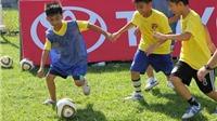 B.Bình Dương đào tạo bóng đá từ gốc