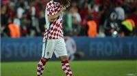 CHÙM ẢNH: Modric khóc nghẹn cay đắng, Ronaldo đưa bờ vai an ủi
