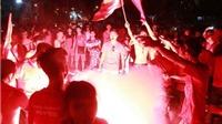 CĐV Hải Phòng đốt pháo sáng, 'quây' trọng tài tại sân Cẩm Phả