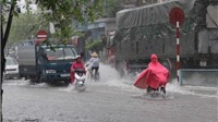 Sau mưa lớn, phố ở Thái Bình thành… sông