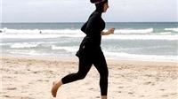 Bộ đồ bơi burkini kín bưng của phụ nữ Hồi giáo vẫn 'gây bão' với nước Pháp