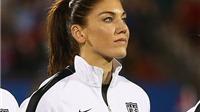 Nũ thủ môn quyến rũ của Mĩ bị treo giò 6 tháng vì 'vạ miệng' ở Olympic