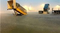 TP.HCM: Sau cơn mưa phố thành sông, sân bay Tân Sơn Nhất ngập lớn