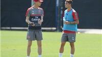 Mới chơi hay một trận, tân binh của Arsenal đã được HLV Wenger so sánh với huyền thoại CLB
