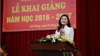 Hoa hậu Trần Thu Ngân diện áo dài trắng tinh khôi trong lễ Khai giảng trường cũ