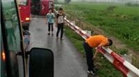 Mưa to, xe khách lật trên cao tốc Pháp Vân – Cầu Giẽ, 11 người thương vong