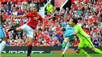 Bravo liên tục mắc sai lầm trong trận derby Manchester