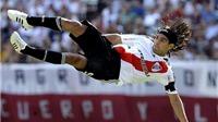 Chelsea và Man United bị tố… làm hỏng Falcao
