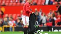 CĐV Man United hân hoan khi thấy Rooney và Fellaini bị Mourinho cho ngồi dự bị
