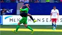 Neuer ăn mừng cực HÀI HƯỚC trong chiến thắng của Bayern Munich trước Hamburg