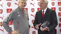 Arsene Wenger nhận quà đặc biệt trong ngày trọng đại