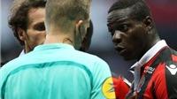 Balotelli lại gây sốc khi ghi bàn, cởi áo ăn mừng và bị truất quyền thi đấu