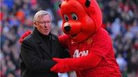 Những khoảnh khắc đẹp nhất giữa HLV và linh vật truyền thống tại Premier League