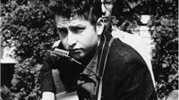Bob Dylan dùng cần sa đưa The Beatles 'vào đời', từng bị bắt vì lang thang dưới mưa