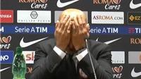SỐC: HLV AS Roma đập đầu xuống bàn 4 lần khi họp báo