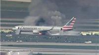 Máy bay chở 170 người bốc cháy tại Chicago