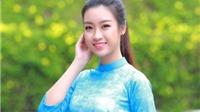 Hoa hậu Mỹ Linh mặc áo dài nhảy flashmob ở Hồ Gươm