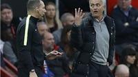 Bị đuổi lên khán đài, Jose Mourinho cấm học trò chụp ảnh 'tự sướng'