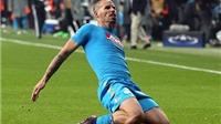 Marek Hamsik cứa lòng ngoạn mục, Napoli tiếp tục dẫn đầu bảng B