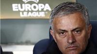 CỘNG ĐỒNG MẠNG cầu xin sa thải Mourinho, mong Sir Alex quay lại