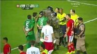 Cầu thủ gây náo loạn bóng đá Brazil vì đòi hạ 'đo ván' trọng tài ngay trên sân