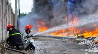 Cháy dữ dội sau tiếng nổ lớn trong khu cơ quan hành chính tỉnh Bạc Liêu