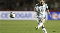 Lionel Messi đá phạt đẹp như mơ vào lưới Colombia
