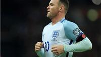 Wayne Rooney dính chấn thương do... dẫm vào chai nước