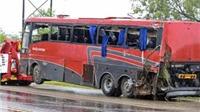 Lật xe buýt nhà trường, 6 trẻ em thiệt mạng và 23 em bị thương