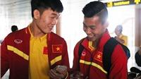 Xuân Trường cười cực tươi khi ĐT Việt Nam đặt chân đến Nay Pyi Taw
