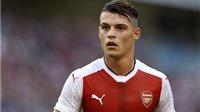 Xem pha đánh người cực THÔ của Xhaka trong trận Arsenal - Stoke