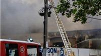Cháy chợ Việt ở Australia, tiểu thương bàng hoàng nhìn hàng chìm trong biển lửa