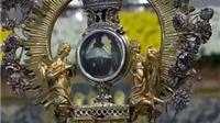 Bình 'Máu Thánh' và lời sấm về thảm họa năm 2017 của nhà tiên tri