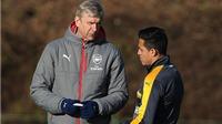 Arsenal thuyết phục Sanchez ở lại bằng banner in hình... chó cưng