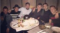 Oezil vắng mặt kỳ lạ trong bữa tối tập thể của cầu thủ Arsenal