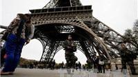 Pháp dựng tường kính chống đạn cao 2,5m bảo vệ tháp Eiffel