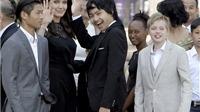 Angelina Jolie rực rỡ cùng các con buổi khởi chiếu phim diệt chủng ở Campuchia
