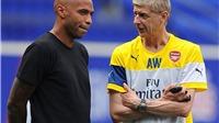 Henry nổi lên là ứng cử viên thay thế Wenger, lãnh đạo Arsenal mâu thuẫn