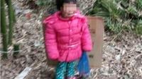 Kinh hoàng bé gái 2 tuổi bị cha trói vứt trong nghĩa địa