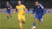 HLV Petrovic và HLV Hoàng Văn Phúc 'đấu khẩu' về trọng tài
