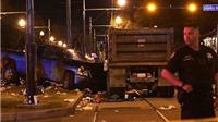 Xe tải lao vào đám diễu hành ở Mỹ, 28 người bị thương