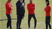 CĐV Man United 'phát hoảng' vì mặt sân của Rostov