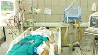 Nhậu từ trưa đến 12h đêm, 7 sinh viên cấp cứu vì rượu chứa methanol